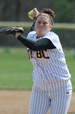Softball Defeats George Mason, 3-1, in Pitchers' Duel