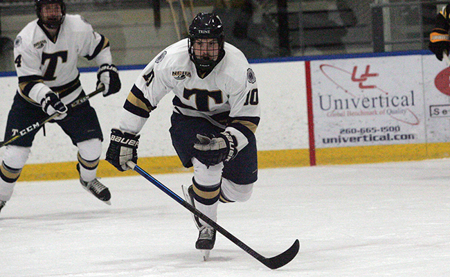 Men's Hockey Falls to Nationally-Ranked St. Norbert