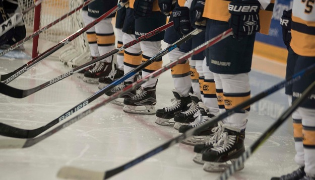 Blugolds fall to Pipers, 3-1