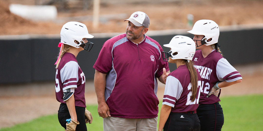 Ladies Softball Drops Pair of Heartbreakers to Schreiner