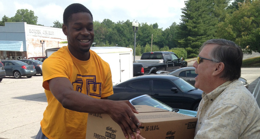 Men's basketball team helps out at local food bank