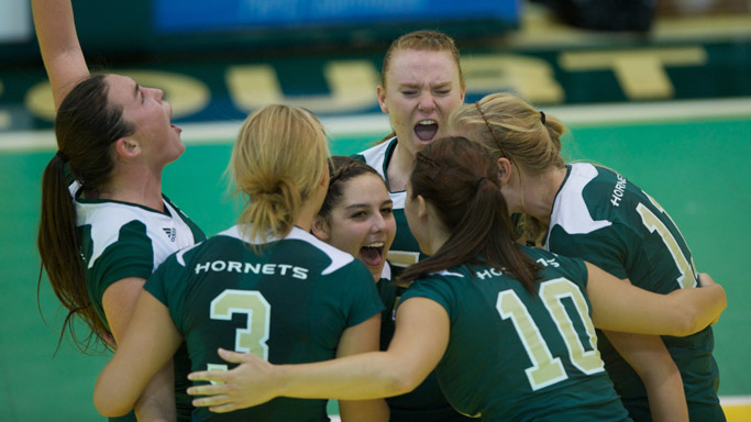 VOLLEYBALL BEATS CENTRAL CONNECTICUT, WILL PLAY FOR TOURNAMENT TITLE TONIGHT