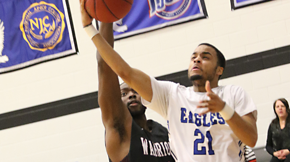 King Shines as No. 5 Eagles Roll