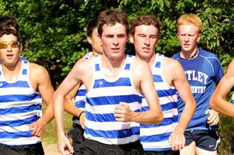Norton takes third to lead men's x-country to fourth at regionals, earn NCAA berth