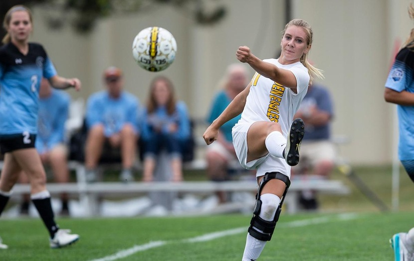 #4 Women's Soccer Wins Tenth Straight