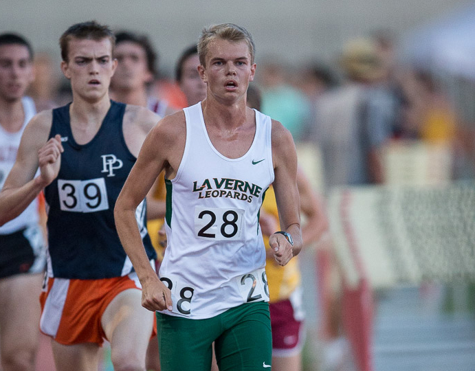 Hayes breaks 5K record at Oxy Spring Break Classic