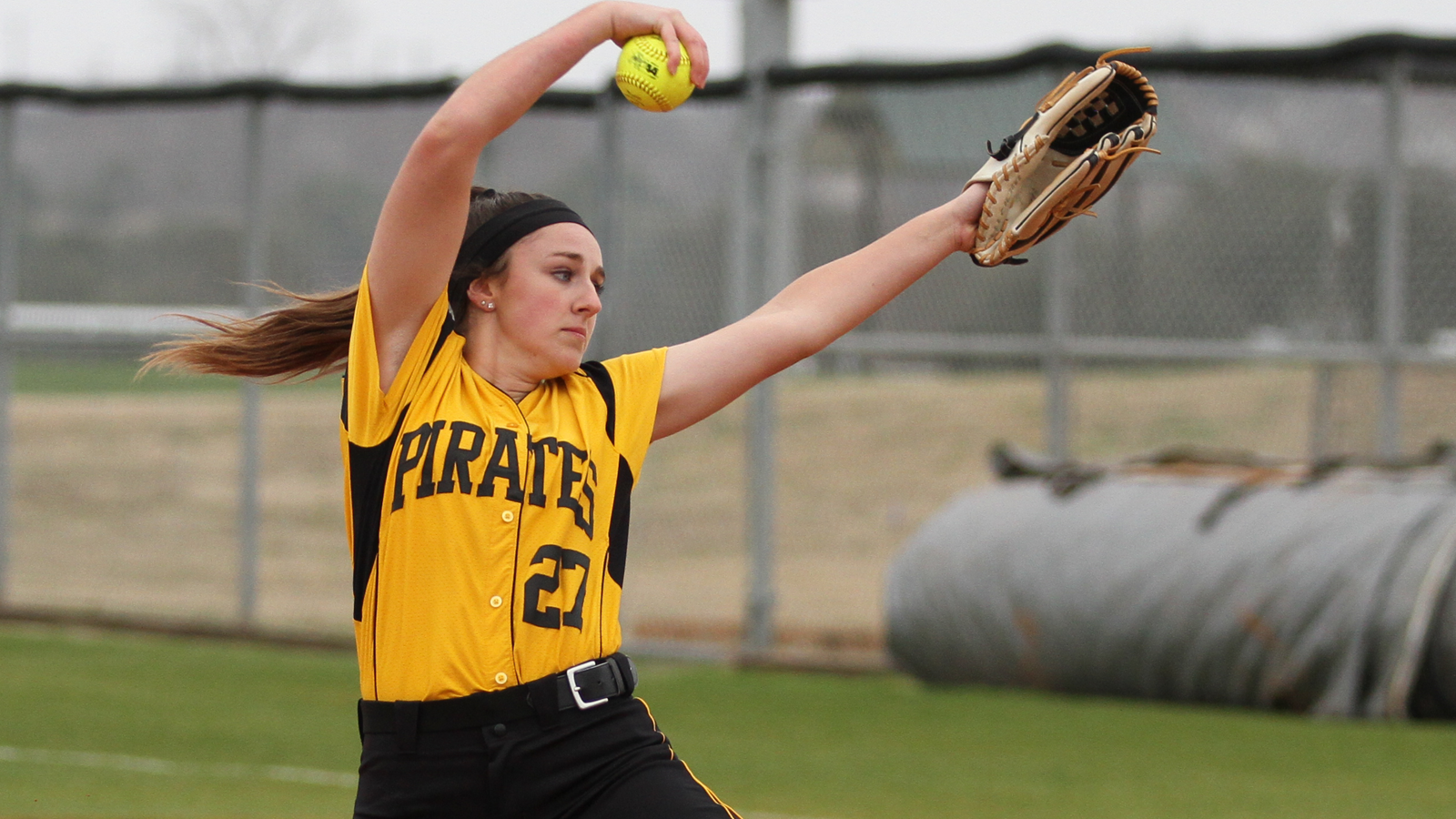 Softball splits home doubleheader with Millsaps