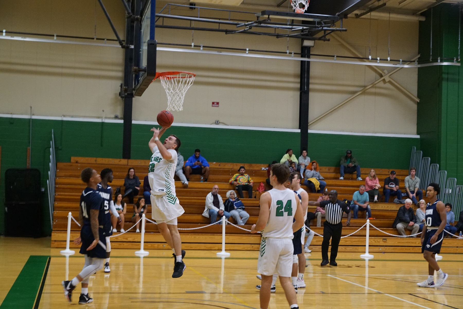 Men's Basketball's Win Streak Capped at 3 in 99-90 Loss at Union CC