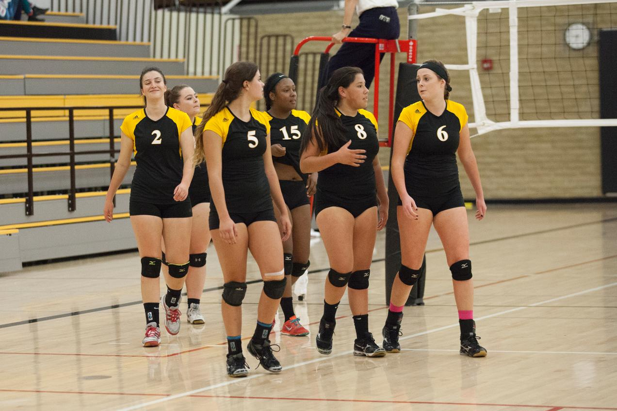 COM Volleyball Falls To West Valley and Santa Rosa at West Valley Classic