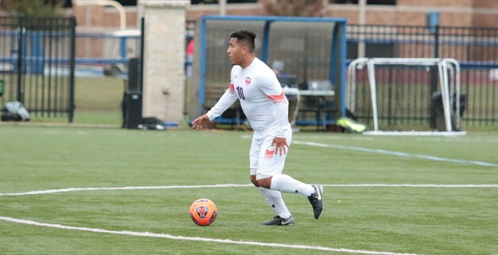 Men's Soccer clinches at least share of NACC title with road win