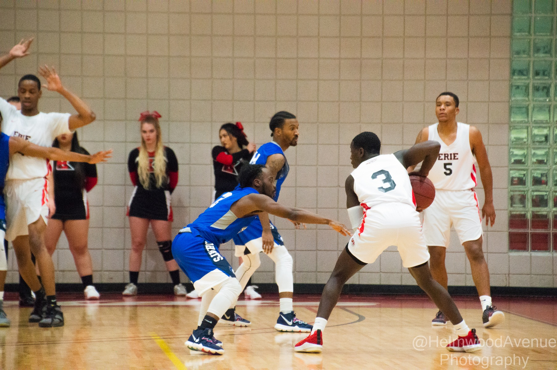 Men's Basketball Edges Out GCC, 70-68