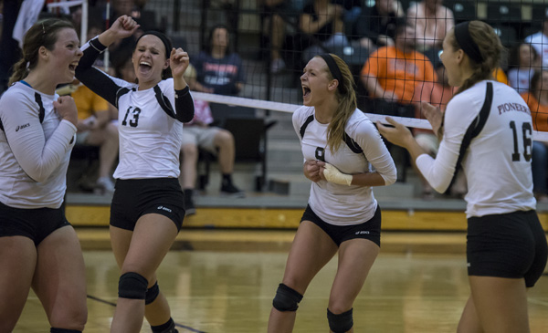 Volleyball cruises past Coker 3-0