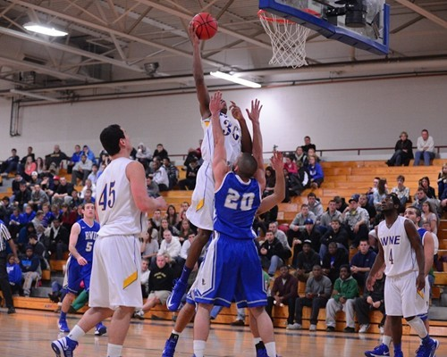 CCC-Leading Curry Too Strong for Men's Basketball