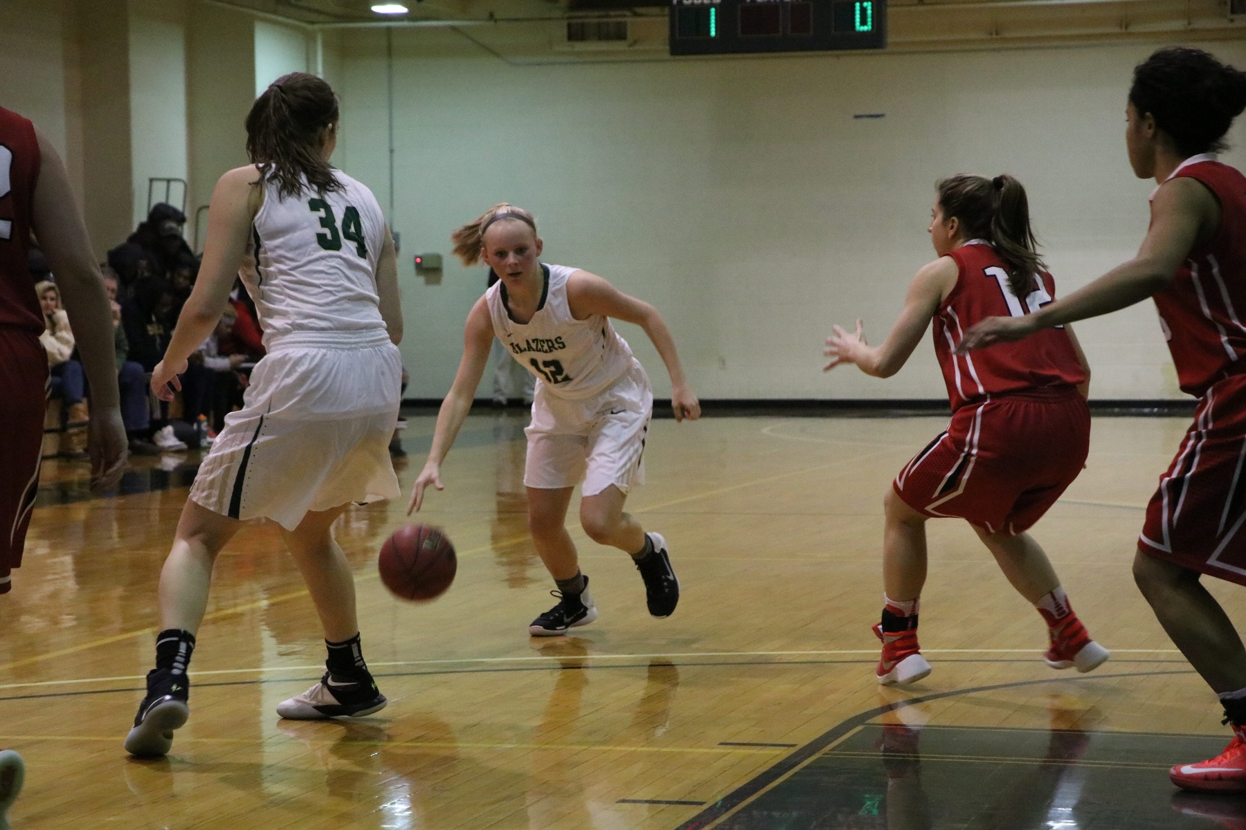 Women's Basketball Edges Newbury On The Road