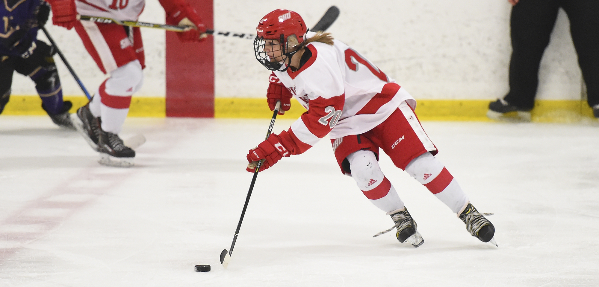 Women's Ice Hockey Sweeps Post with 7-1 Win Over Eagles