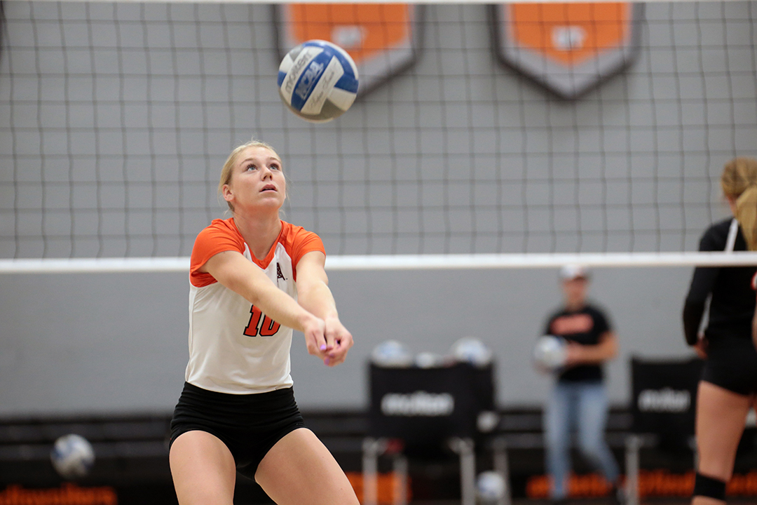 Findlay Falls to #1 Lewis in First Round of Midwest Crossover