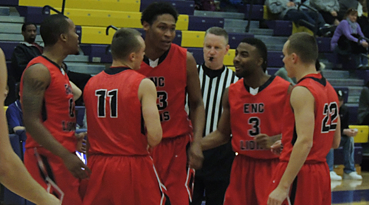 Clutch Block Secures Men's Basketball's 76-74 Win Over Endicott