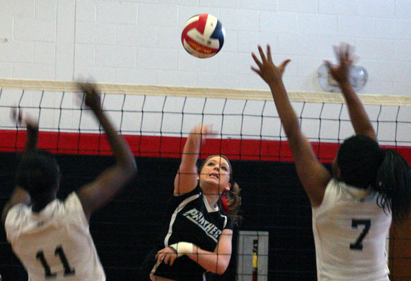 Volleyball: Panthers top Faulkner 3-1