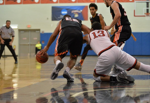 Men Drop Third Straight With Loss to Lions