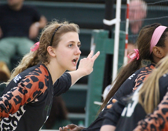 Volleyball Outlasts Chapman, Clinches SCIAC Berth