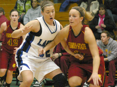 The Bulldogs' Lindsey Pettit tries to drive in Monday's contest (Photo by Sandy Gholston)