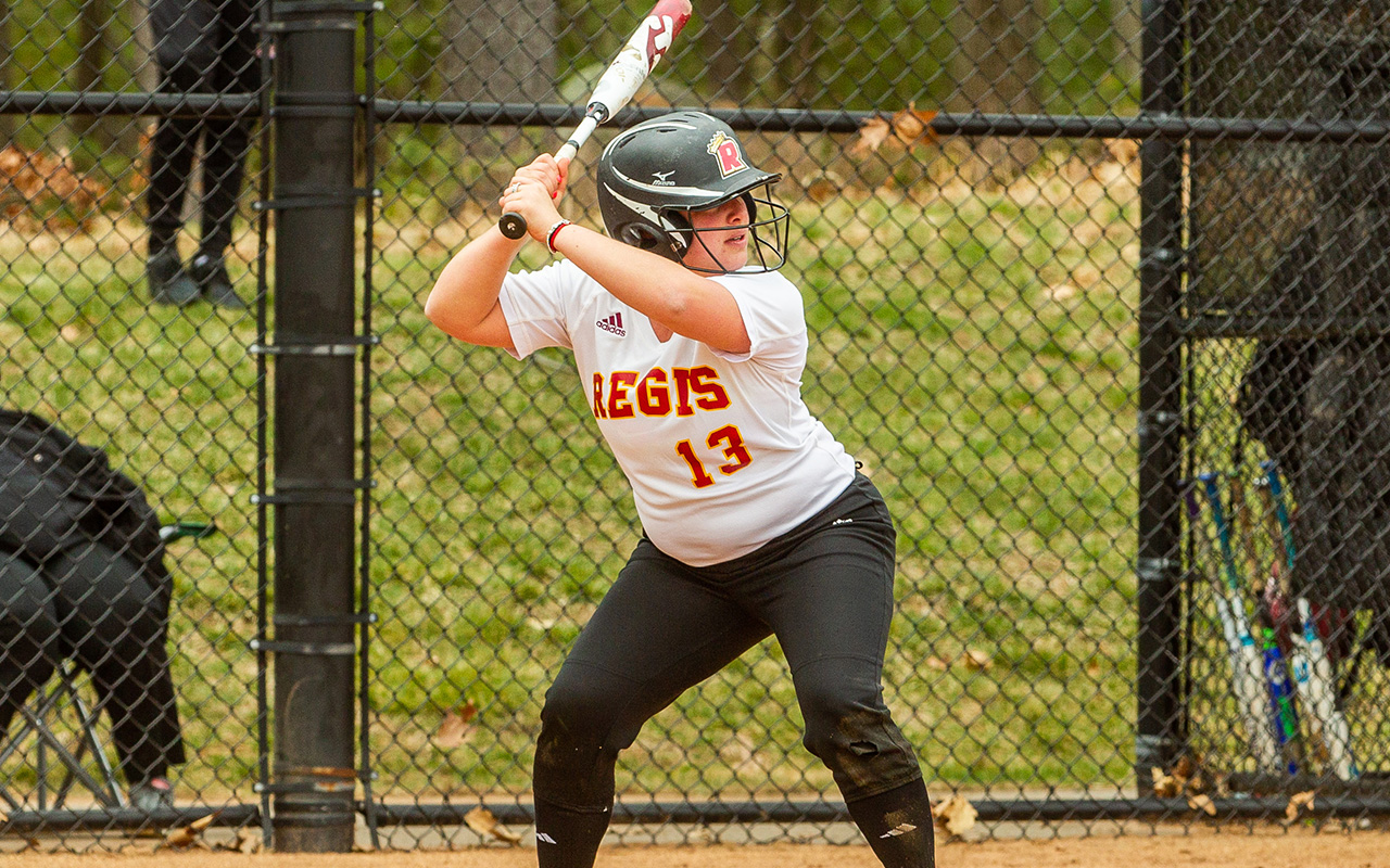 Softball Picks Up First GNAC Win in Split with Rivier