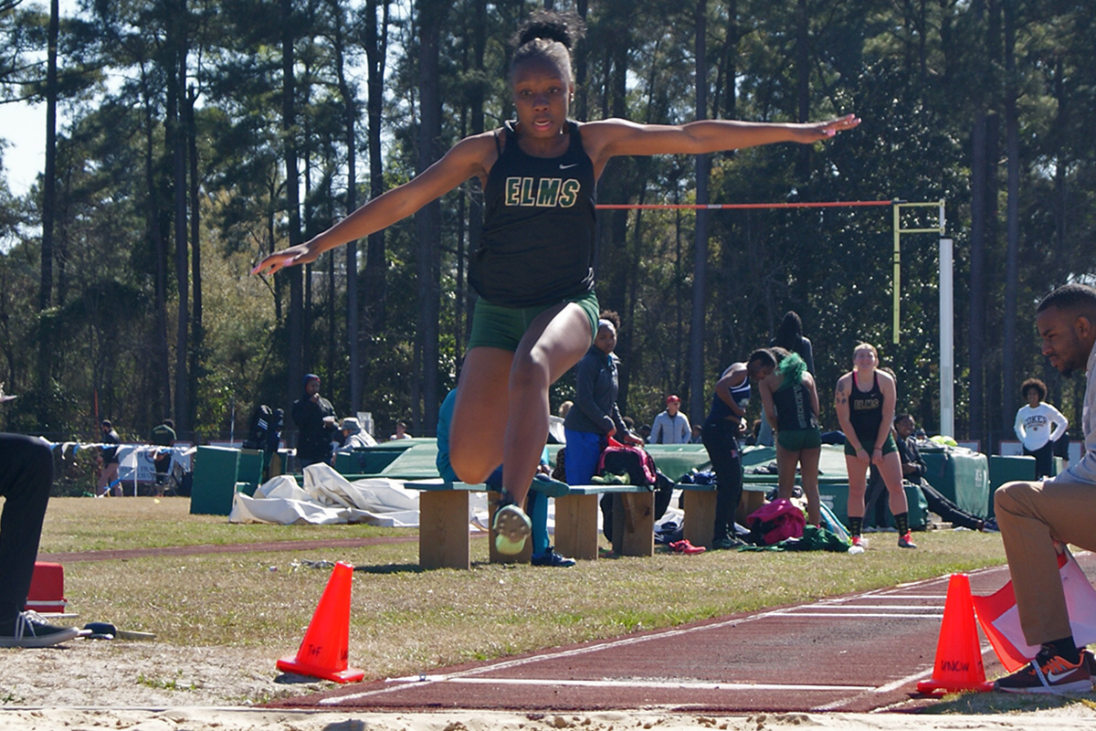 Men's And Women's Track Open Season At Wesleyan Spring Classic
