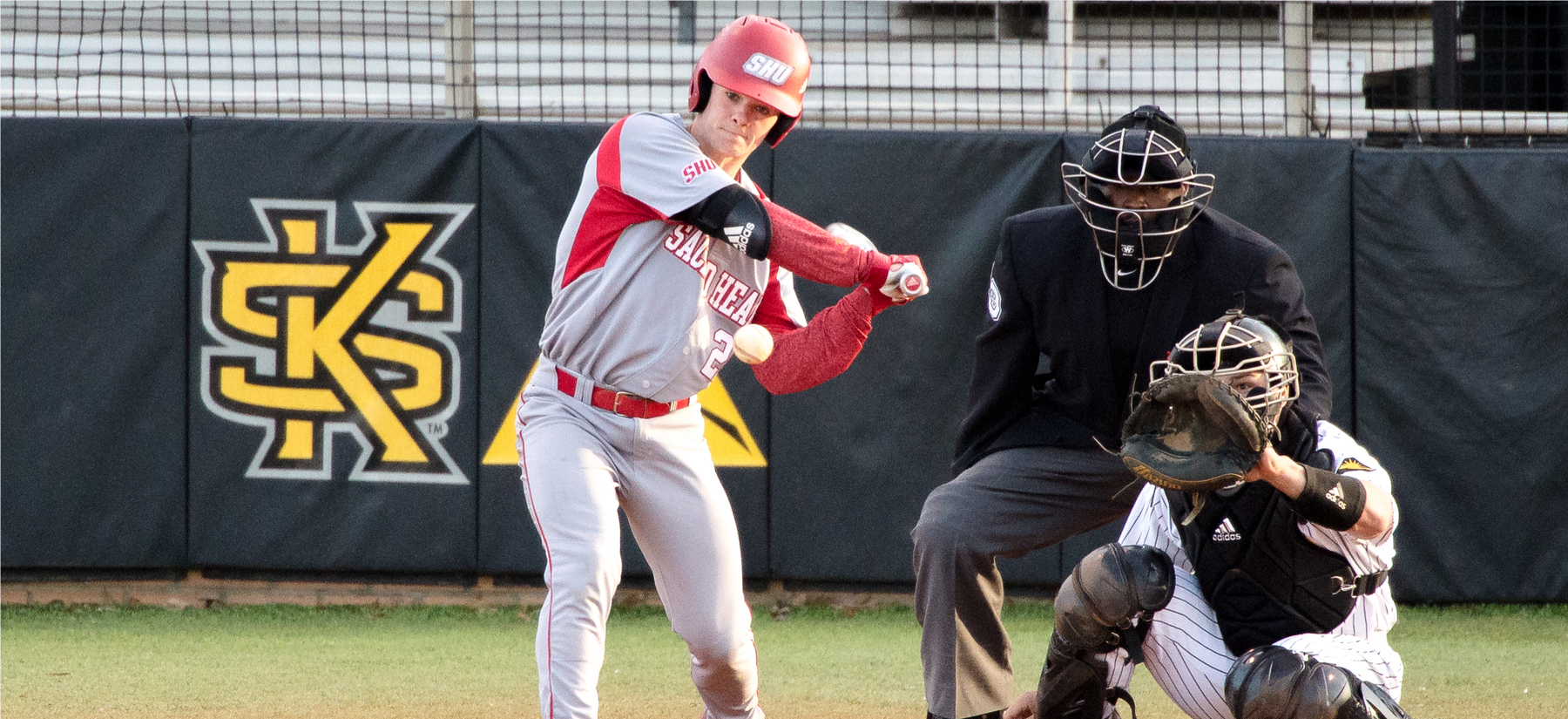 Glendon Drives in Four in Baseball's 13-10 Win Over Yale
