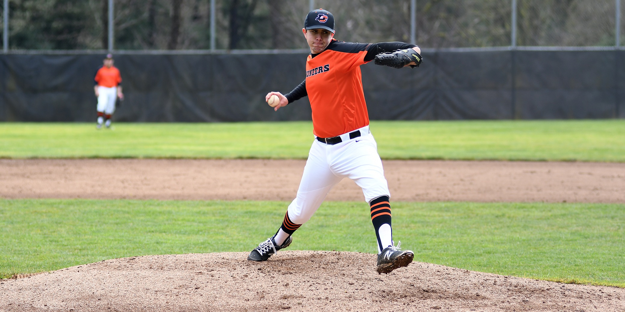 Pios win third-straight NWC road game, split day