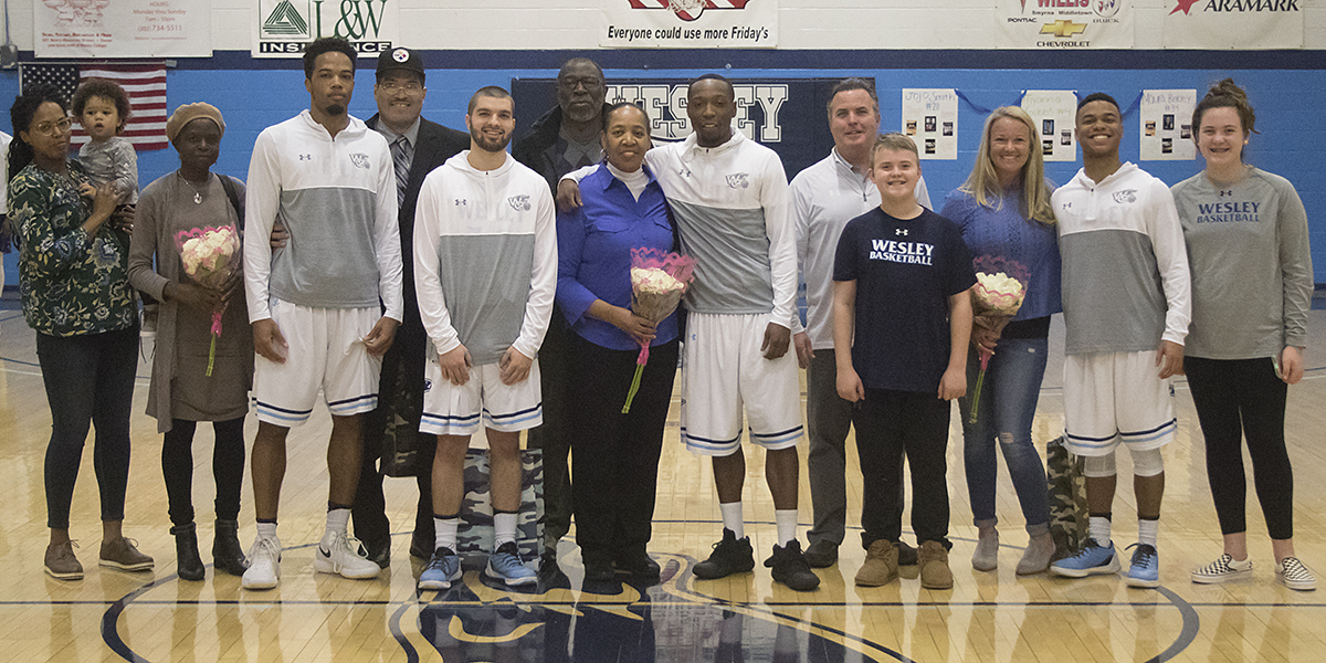 Cameron's buzzer-beater lifts men's basketball over Mary Washington on Senior Day