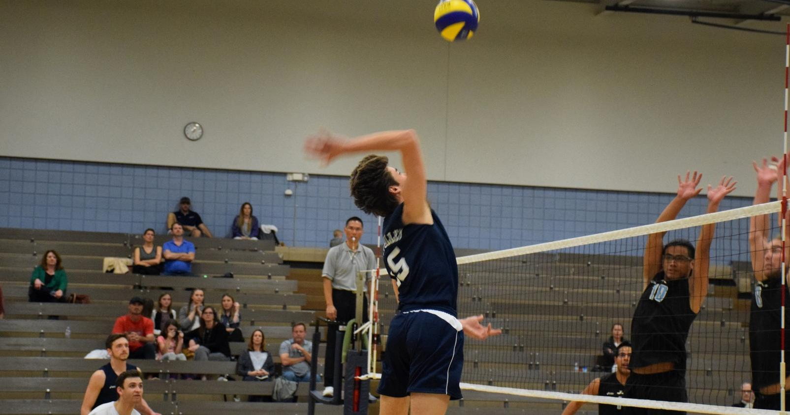 Men's volleyball team starts slow, finishes strong in road win