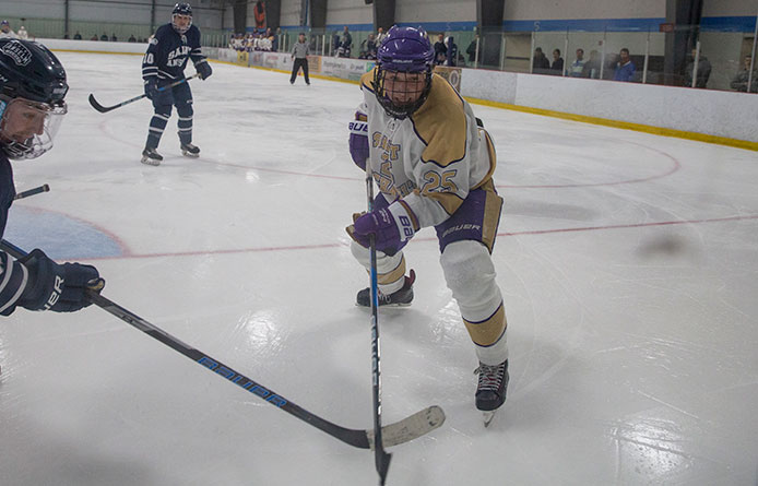 Men's Ice Hockey Matches Stonehill, 3-3, Returns to First-Place Tie in NE10