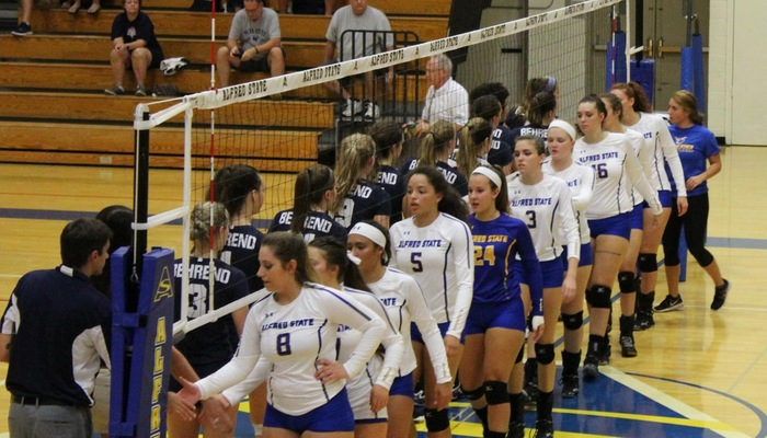 Pioneers Down Altoona in Five Sets