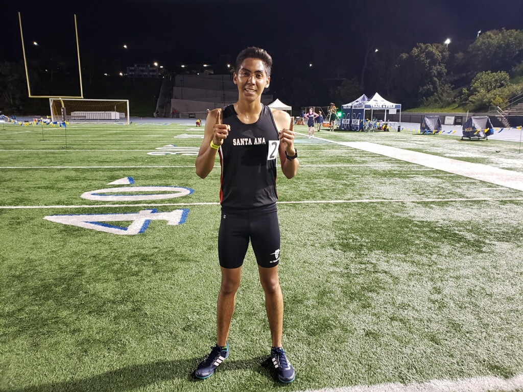 Barajas Takes First in 5K at Arnie Robinson Invitational