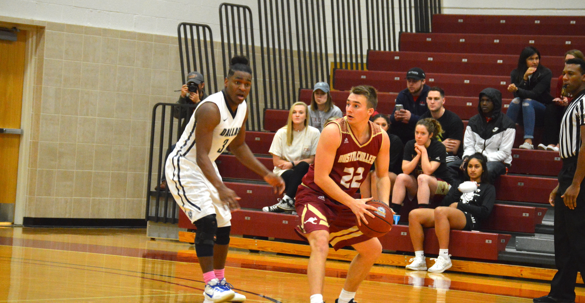 'Roo Men Fall to Dallas as Crusaders Pull Away Late