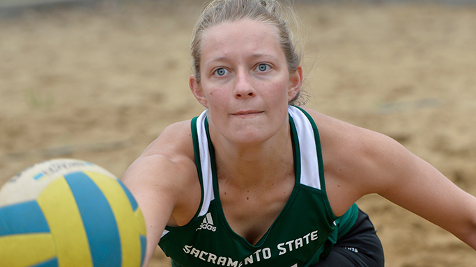 BEACH VOLLEYBALL STAYS CLOSE, BUT FALL TO A PAIR OF RANKED OPPONENTS