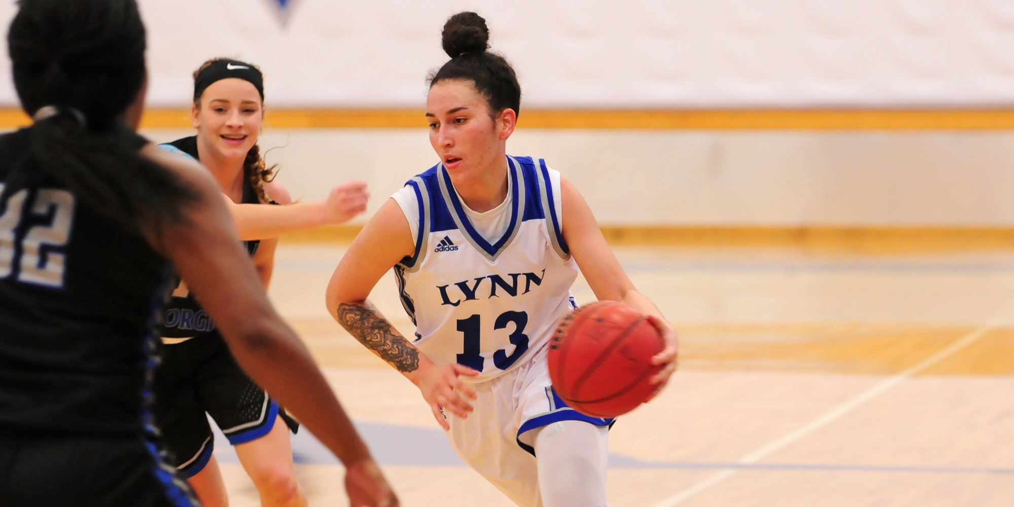 Women's Basketball Sinks Mariners