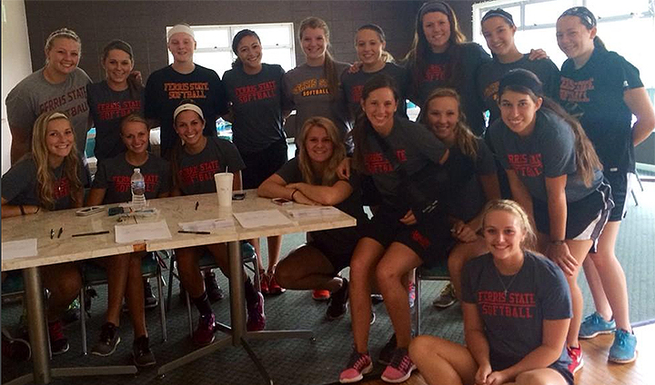 Ferris State Softball Enjoys Record-Setting Golf Outing To Begin School Year