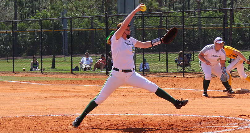 Lack of clutch hits hinder @DubC_Softball