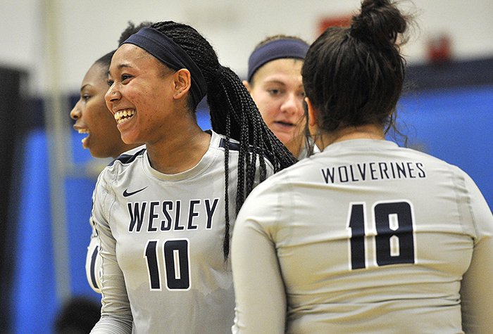 Volleyball sweeps tri-match over William Paterson, John Jay
