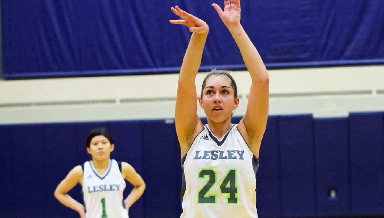 Elms' Strong First Half Sinks Women's Basketball