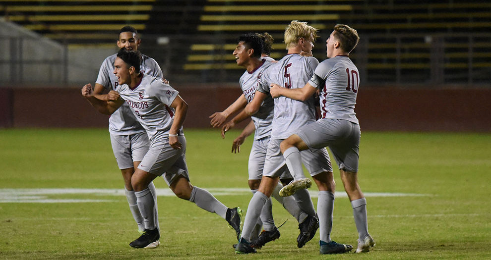 Camacho Soto's Game-Winner Lifts Men's Soccer over Pacific on Saturday