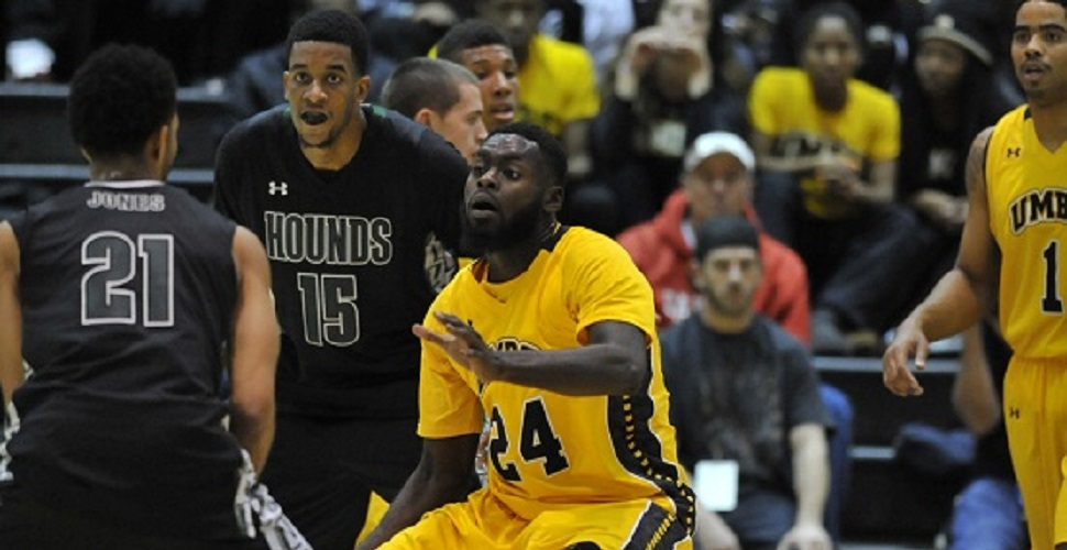 Men's Basketball Falls at League-Leader Vermont