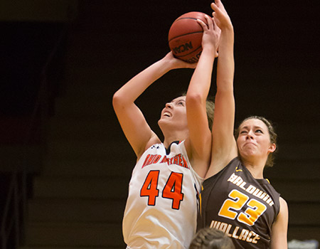 Bullimore's double-double powers No. 6 Women's Basketball to 68-43 victory over Baldwin Wallace