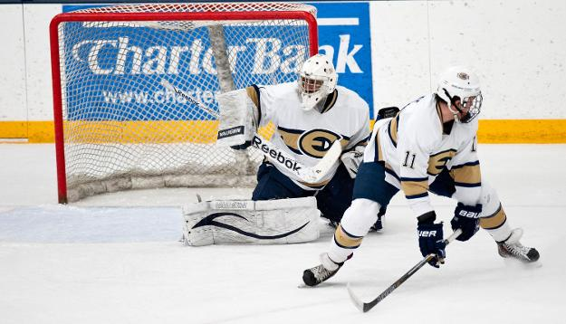 No. 6 Men's Hockey Gets Back on Track in 5-1 Win Over Foresters
