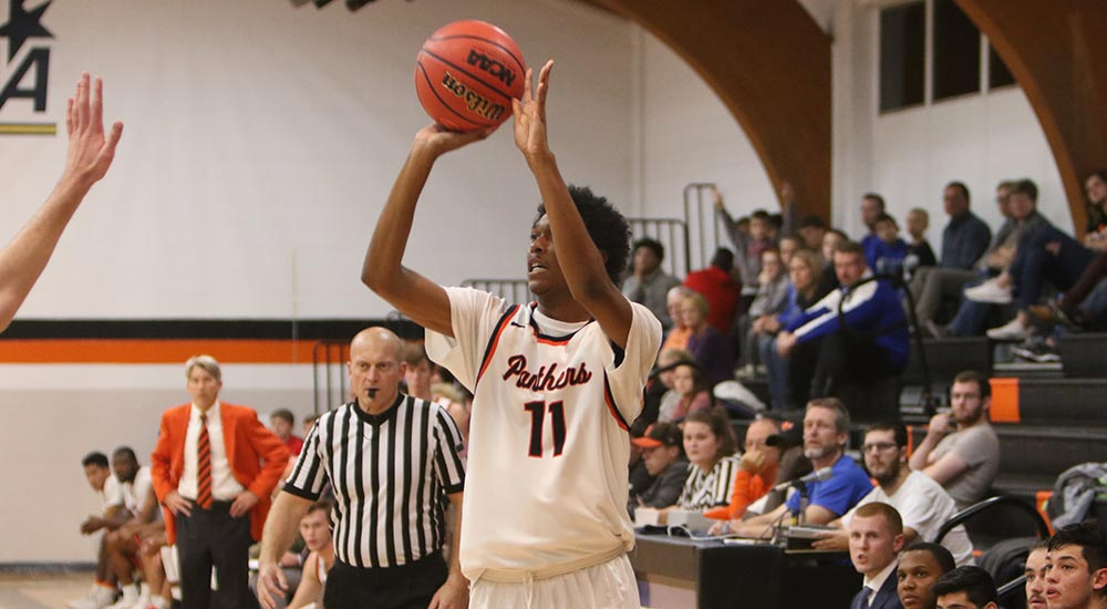 Men's basketball rolls to win at Principia