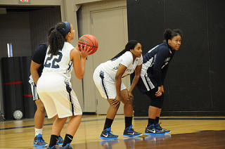 Women's Basketball Wins 4th Straight With Victory At Central Penn