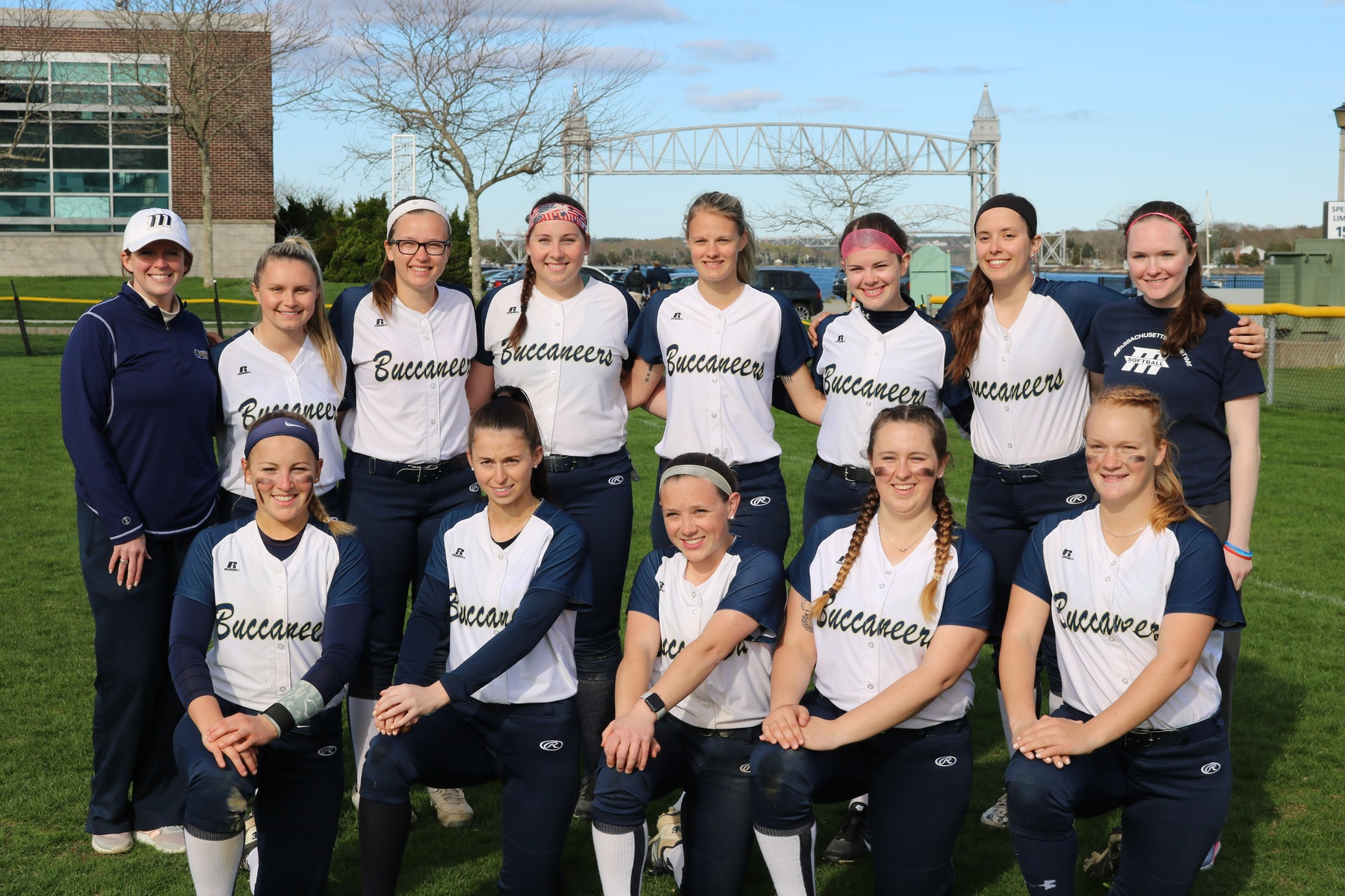Softball Finishes 2019 Season on the Road at Worcester