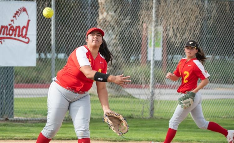 COD Softball splits doubleheader with the Monarchs, 7-6 & 14-4