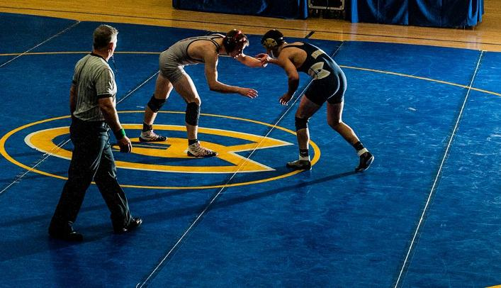 Blugold Wrestlers Fall to Nationally-Ranked Eagles